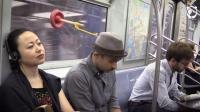 用马桶吸做地铁睡觉神器, 窗户上一吸放心睡, 回头率爆表