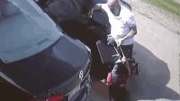 女子提美元巨款遭抢不松手 歹徒倒车碾她到轮下