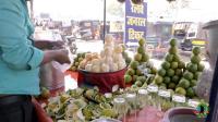 印度摊主剥好皮的桔子, 你愿意买吗? 中国小哥在印度买桔子