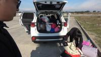 在国外漂泊了四个月, 终于要回家过年了, 找个服务区把行李收拾好