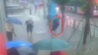大连暴雨街道积水严重 一男子街头触电身亡