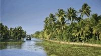 近20万人无家可归! 印度旅游胜地遭遇百年不遇大雨, 渔民加入救援