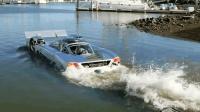 美国土豪狂砸170万造了辆跑车, 下水就变快艇, 堪比变形金刚