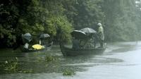 渔民也加入救援! 印度遭遇百年不遇大雨, 近20万人无家可归