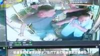 """嚣张!湖北男子公交车上抽烟,司机劝阻后遭暴打!""""老子要抽烟"""""""
