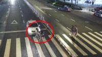 男子驾车低头捡手机撞飞3人:毁了3个家庭