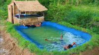 原始技术: 两人合伙建立一个游泳池, 居然还做了防渗水处理!