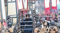 皇帝临终时下了一道圣旨, 一王爷连忙坐囚车到了京城, 竟当了皇帝