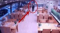 男子刚转身, 发现不对劲, 撒腿就跑, 监控拍下可怕的画面!