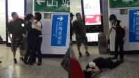男子地铁抽烟被阻怒扇女站务 却将其同事扇倒在地