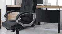 家里的皮座椅要用水擦? 其实很容易爆皮, 教你用这东西, 擦完和新的一样