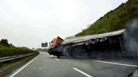 交通事故合集: 不会鸣笛减速的过弯, 不是好司机!