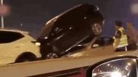 厦门海沧大桥5车连撞小车将SUV顶上车顶