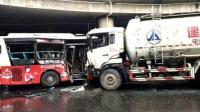 绵阳公交车与货车相撞致1死4伤