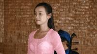 中国小伙在老挝看到妻子的农村生活, 才知道为什么她要到中国打工