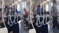 因抢座位起争执 中年男子和老人地铁大打出手