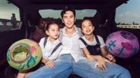 """张伦硕带两个女儿游玩, 称她们""""小小钟丽缇"""""""