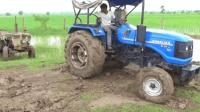 拖拉机被困泥谭, 看牛人是如何把拖拉机开出来的?