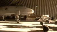 战斗机的导弹重达数吨, 它竟是这样装备到战机上的!