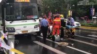 上海公交撞倒路人致2死1伤 司机已被控制