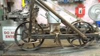 开始还以为是一辆旧自行车, 大叔翻新之后才知道是农业机器, 厉害
