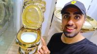 美国用黄金造马桶, 耗资千万, 每天无数人花高价排队上厕所!