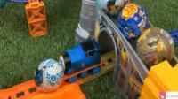 托马斯和它的朋友们之托马斯小火车拆奇趣蛋玩具视频18