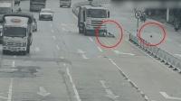 女子走捷径冲过马路 遭货车撞击后脑着地身亡