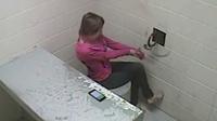 美国女嫌犯挣脱手铐逃离警局1小时后又被捕
