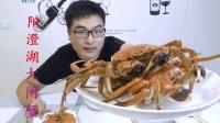 试吃阳澄湖大闸蟹, 绑得结结实实的你就别挣扎了, 等着进肚子吧