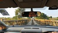 在非洲自驾游, 经常遇到修建很差的桥, 但是开得很开心