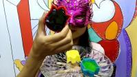 美女吃货: 面罩小姐姐吃郁金香花朵形状的彩色果冻巧克力杯