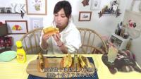 大胃王木下佑香: 自制多种口味的美味高汤蛋卷热狗