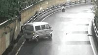 司机太无知, 过弯道还开这么快, 厉害了五菱