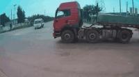大货车司机光鸣笛不减速, 然后撞到了一起