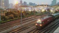 HXD3D牵引Z172次(上海-哈尔滨西)驶出上海站