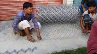 印度编织金属网没自动化机器用个电机就搞定? 穷人有穷人的智慧!