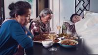 父母摆满饭菜孩子却被困机场, 上演辛酸一幕!