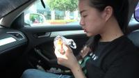 在我们浙江的高速服务区, 一定要吃肉粽子, 7块钱一个超级好吃的