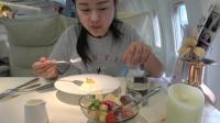 武汉网红餐厅, 坐在飞机里吃西餐, 里面的服务员都是空姐个个漂亮