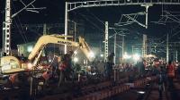 """中国速度再造""""奇迹""""! 千名铁路工人330分钟更换道岔"""