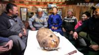 蒙古的古法石头烤全羊