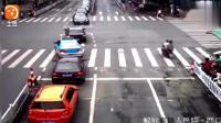 这几段车祸告诉大家, 为什么会有这么多司机痛恨电动车了  车祸视频