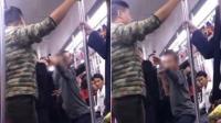 大爷地铁上吸烟被小伙训斥 亮出了独门绝技