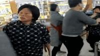 中年女超市偷东西被发现 秒变悍妇当场撒泼