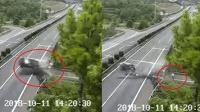 司机高速上低头捡手机出车祸 后排乘客被甩飞车外身亡