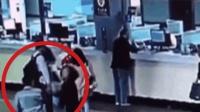 男子火车站欲插队被阻止 一拳砸向女子面部 并将其击倒在地