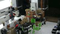 店员只顾低头玩手机 小偷两次进店偷走三台电脑