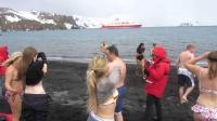 世界上最神奇的温泉, 平均气温-25℃, 游客排队来泡澡