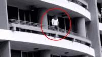 实拍: 27岁女子27楼阳台玩自拍不慎坠落身亡